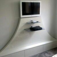 skrina pod televizor